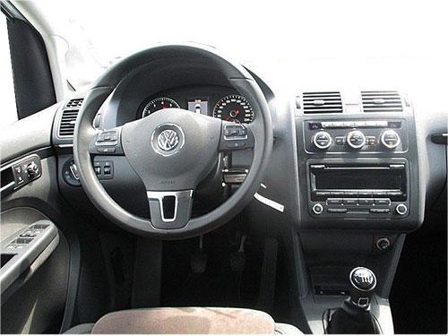 VW-Touran-RCD-Radio-2006 vw touran lenkradfernbedienung mit autoradio einbauset doppel din VW Touran Lenkradfernbedienung mit Autoradio Einbauset Doppel DIN VW Touran RCD Radio 2006