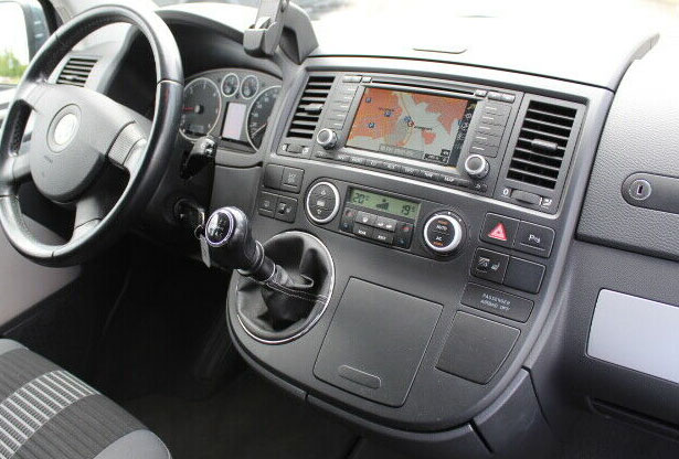 VW T5 mit Delta Radio Lenkradfernbedienung Radioeinbauset 1 DIN VW T5 Multivan mit Lenkradfernbedienung Radioeinbauset 2 DIN VWT5Multivan Navi2005 2009